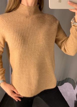 Песочный свитер с горлышком кофта amisu есть размеры