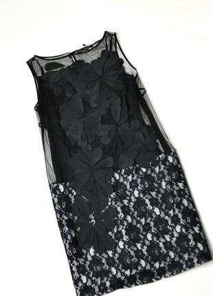 Красивое сетчатое платье в цветами и кружевом