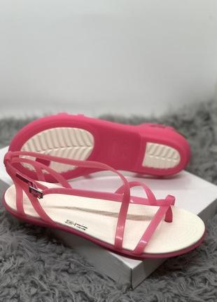 Розовые сандалии crocs новые оригинал