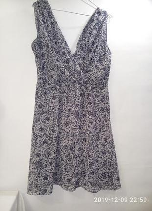 Шифоновое легкое декольтированное платье