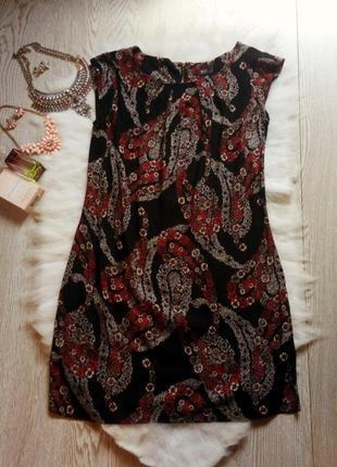 Черное платье свободного кроя с цветочным принтом рисунком кор...