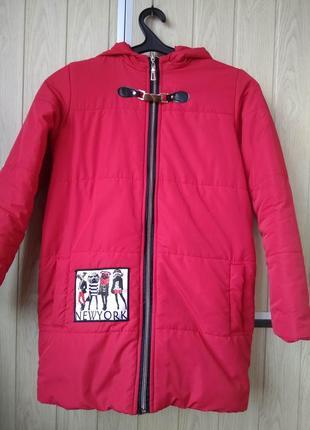 Утеплённая красная курточка на девочку деми куртка на синтепон...