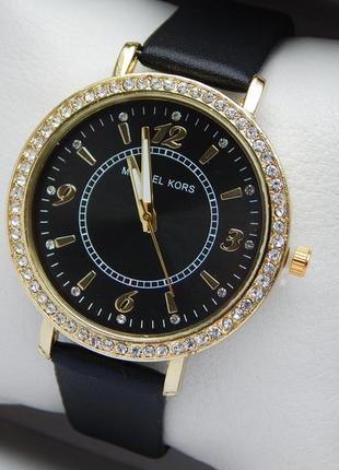 Женские кварцевые наручные часы на кожаном ремешке с камушками...