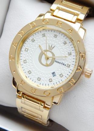 Женские наручные часы Pandora золотого цвета с белым цифербл...