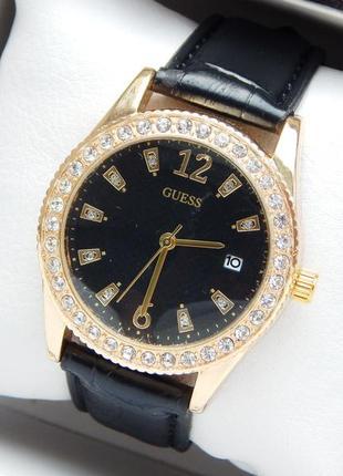 Модные женские наручные часы золотого цвета с черным циферблатом