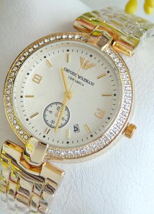 Красивые женские наручные часы золотые с светлым циферблатом