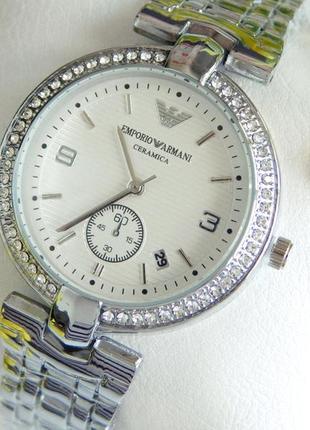 Красивые женские наручные часы серебристые с белым циферблатом