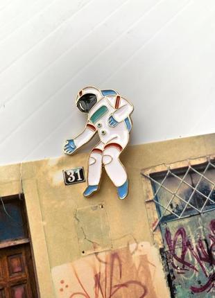 Брошь на одежду космонавт, значок на одежду