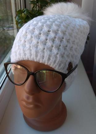 Новая шапка с натуральным помпоном (на флисе) белая