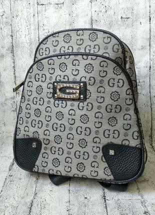 Тканевый рюкзак в стиле guess