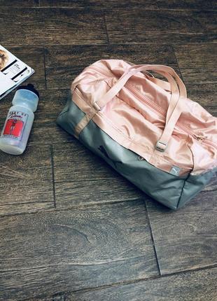 Очень стильная и удобная спортивная сумка