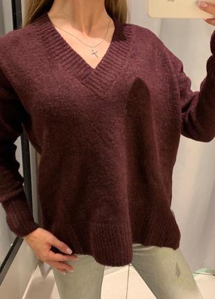 Обьемный бордовый джемпер свитер с вырезом reserved есть размеры