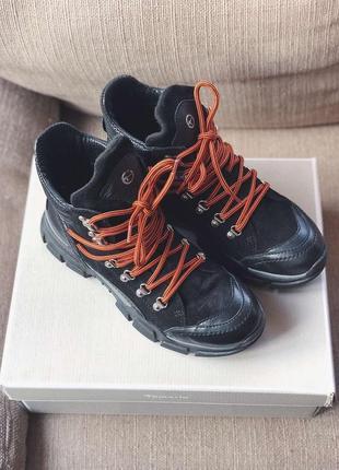 Tamaris ботинки с яркими шнурками