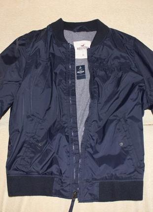 Мужская демисезонная черная куртка Hollister