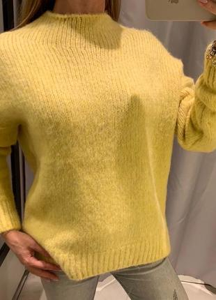 Мягенький желтый свитер reserved есть размеры