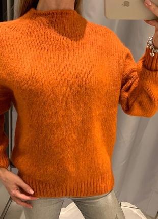 Мягенький оранжевый свитер reserved есть размеры