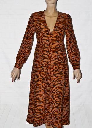 Модное платье макси с тигровым принтом от boohoo