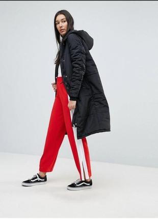 Стильная удлиненная куртка.
