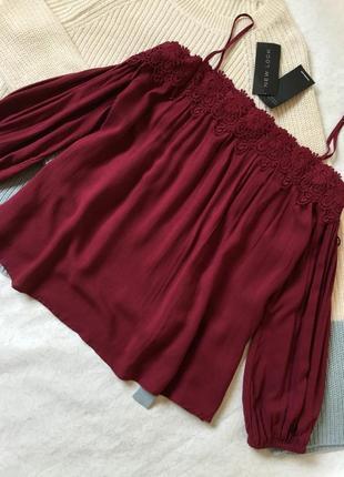 Блузка на плечи с кружевом цвета марсала new look 12 размер