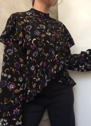 Красивая вискозная блуза в цветочный принт с воротником-стойко...