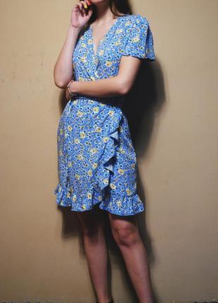 Красивейшее платье в цветочный принт на запах