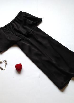 Платье boohoo с открытыми плечами с воланом