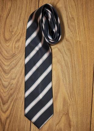 Стильный шелковый галстук.