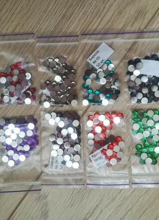 Большой набор цветных стразиков для декора ногтей, одежды