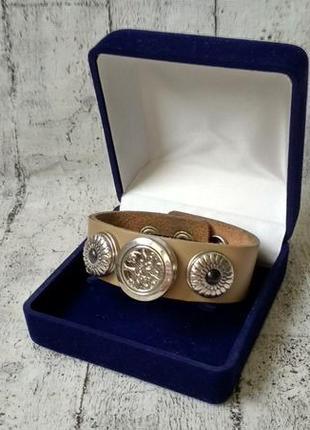 Красивый кожаный браслет с вставками и сьемным медальоном