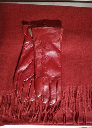 Комплект красный шарф палантин и кожаные перчатки