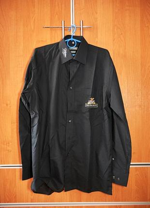 Черная хлопковая рубашка с логотипом.
