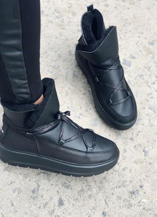 Женские кожаные зимние ботинки угги