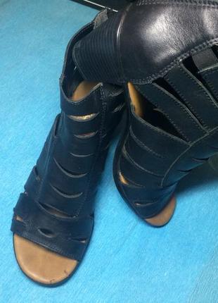 Кожаные босоножки открытые ботиночки
