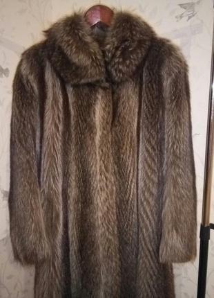 Шикарная теплая длинная шуба енот