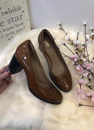 Шикарные лаковые туфли, туфли кожаные, туфли на среднем каблуке