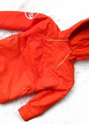 Стильная теплая куртка с капюшоном vbs