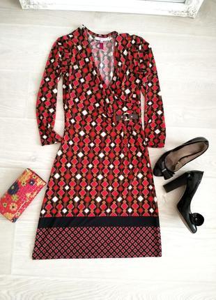 Стильное красное платье с декольте размер 34