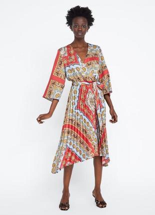 Платье плиссе в принт от zara