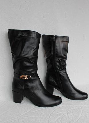 Зимние кожаные сапоги, полусапожки 37 размера на каблуке
