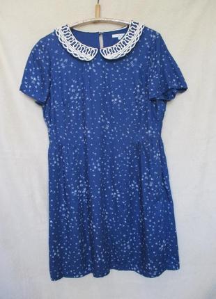 Красивое вискозное платье с белым воротничком/принт