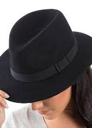 Стильная женская чёрная фетровая шляпа с полями