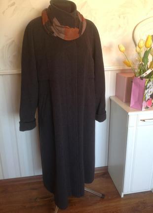 Качественное немецкое пальто, 80% шерсти, размер 50-52, шарфик...