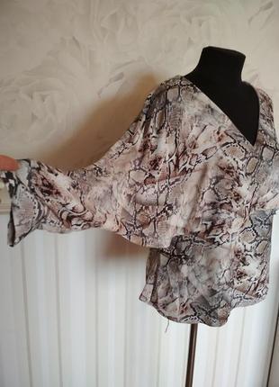 Шикарная блуза с необычными рукавами, размер 48-50.
