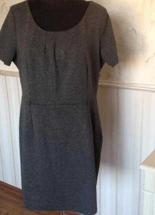 Стильное платье-футляр, размер 50-52.