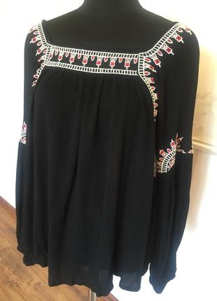 Красивая блуза рубашка с вышивкой, размер 48-50.