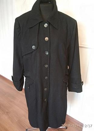 Качественное пальто на стеганной подкладке зима, размер 52-54-56.