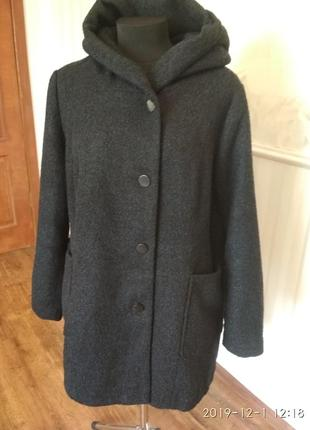 Демисезонное пальто из фактурной ткани размер 56-58.