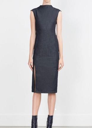 Стильное джинсовое платье-футляр под горло