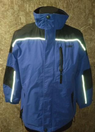 Отличная лыжная куртка на мальчика, на рост 140 см