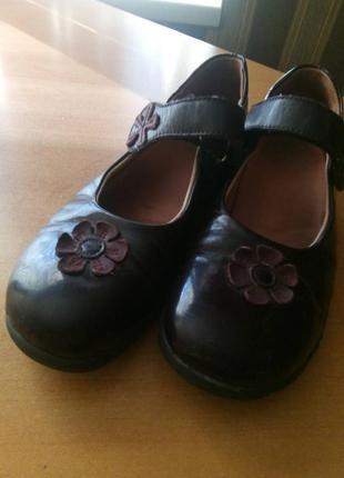 Замечательные  темно-вишневые туфельки на девочку размер 35